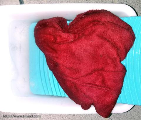 洗濯板で洗う