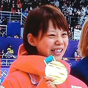 高木菜那選手と金メダル
