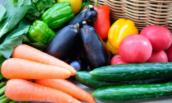 野菜がいっぱい並んだ画像