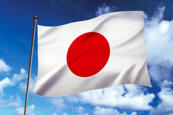 青空と日本国旗