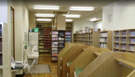 ポカリCMを撮影した図書室